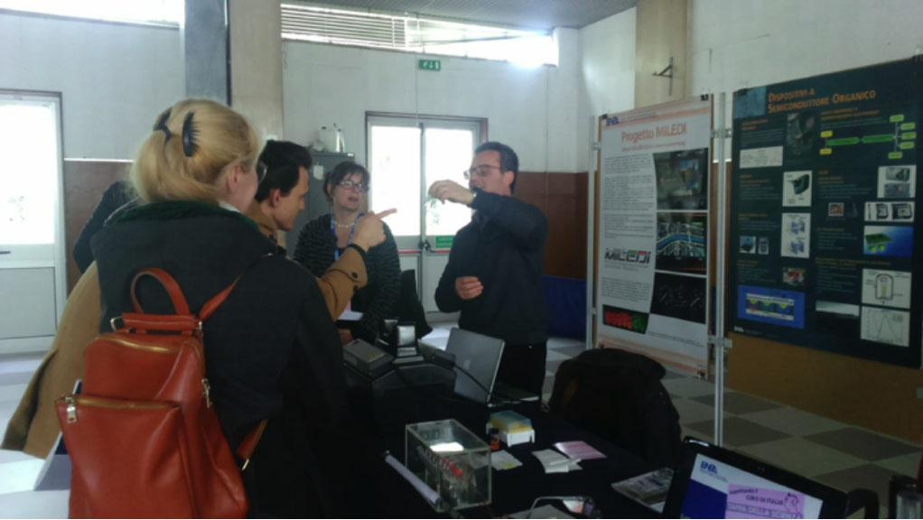"""Francesco is describing the photonics and the nanomaterials as """"briks"""" of the MILEDI project to civil society."""